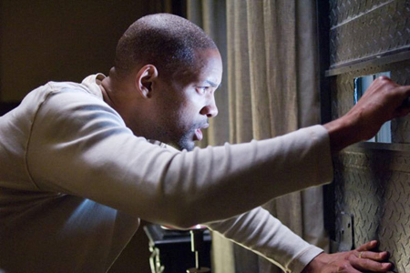 "Dawn of the Dead: Will Smith hides from standard-issue zombies in ""I Am Legend"""